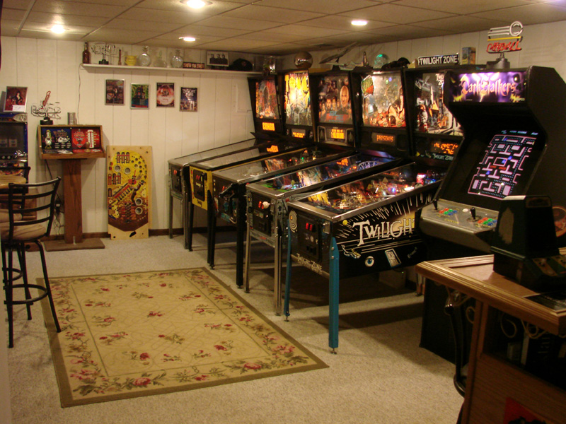 Gameroom showcase the nut house gameroom junkies Cool gaming room designs