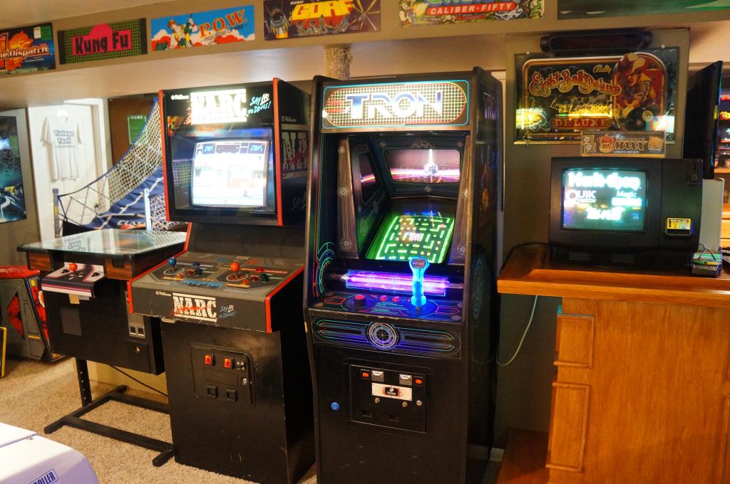 Vintage Vault Classic Arcade And Gameroom