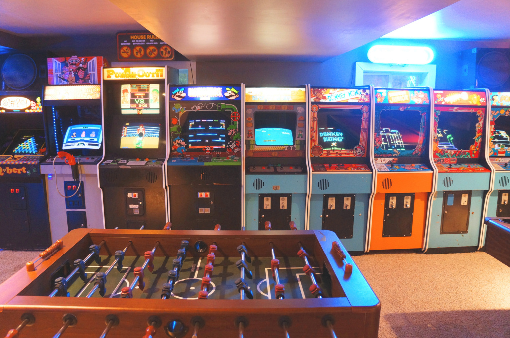 Vintage vault classic arcade and gameroom for 80 s room design